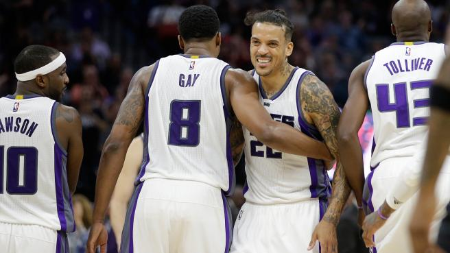 rudygay-matt-barnes-kings-twolves-oct29-2016-ap